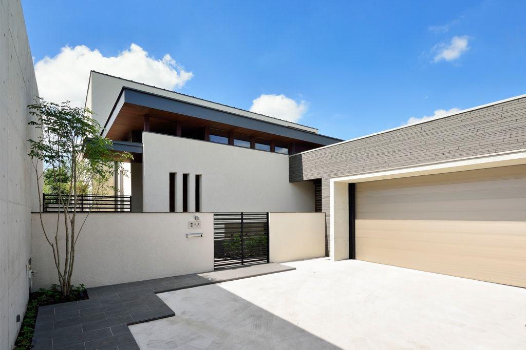 アプローチ モダンな 家 の H建築スタジオ モダン 2020 ホーム