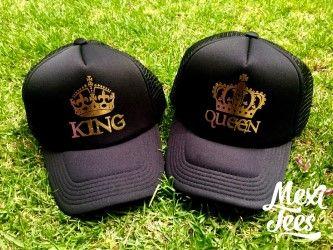 Trucker hat color negro con vinil dorado.  e561ad2af89