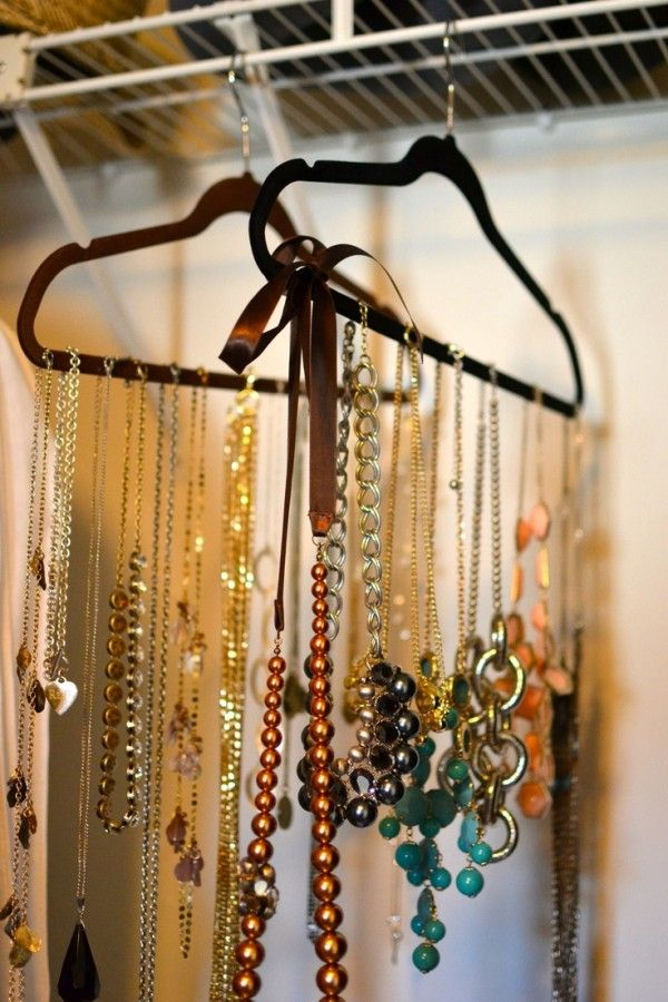 rangement bijoux 50 id es pour ranger vos bijoux portemanteaux penderie et rangement bijoux. Black Bedroom Furniture Sets. Home Design Ideas