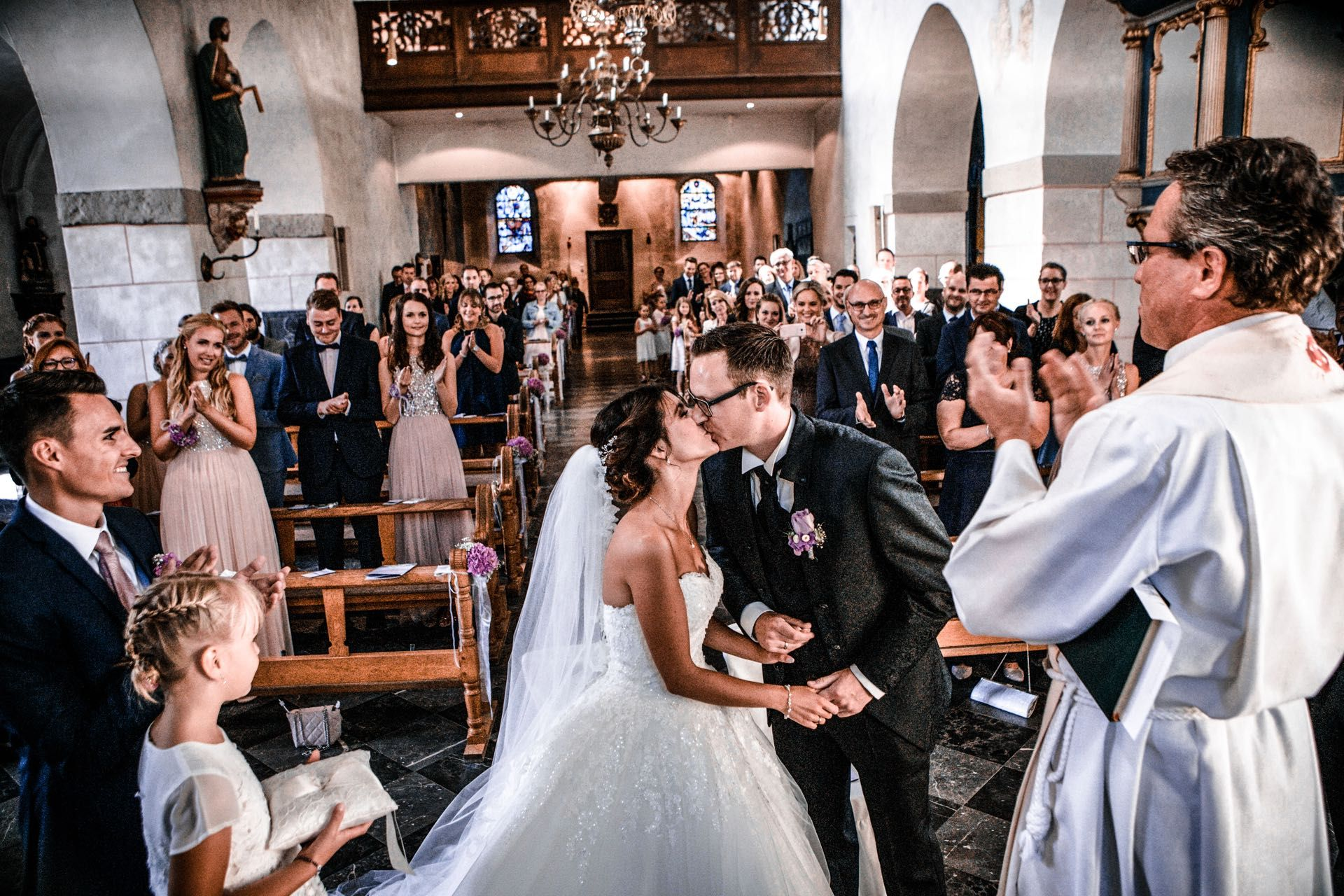 Die Kirchliche Trauung Alles Rund Um Den Ablauf Und Die Planung Eurer Zeremonie Kleiner Flieder Kirchliche Trauung Kirchliche Hochzeit Hochzeit Willkommensschilder