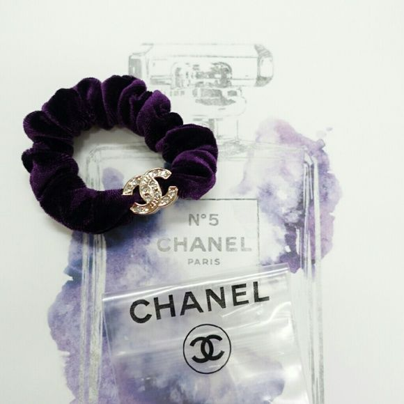 Purple soft velour hari scrunchie tie bnads. New. VIP gifts. Pretty cubic  habit scrunch hair tie bans with zipper bag pouch. Chanel Makeup 0f1d5d146e9