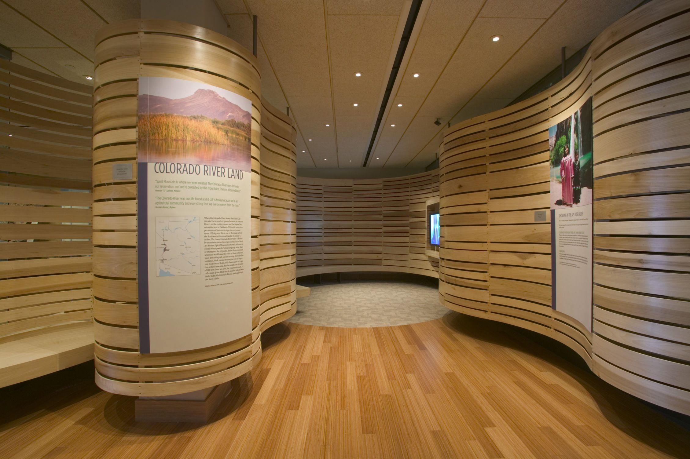 Curved wood walls integrated panels design it pinterest for Curved wall