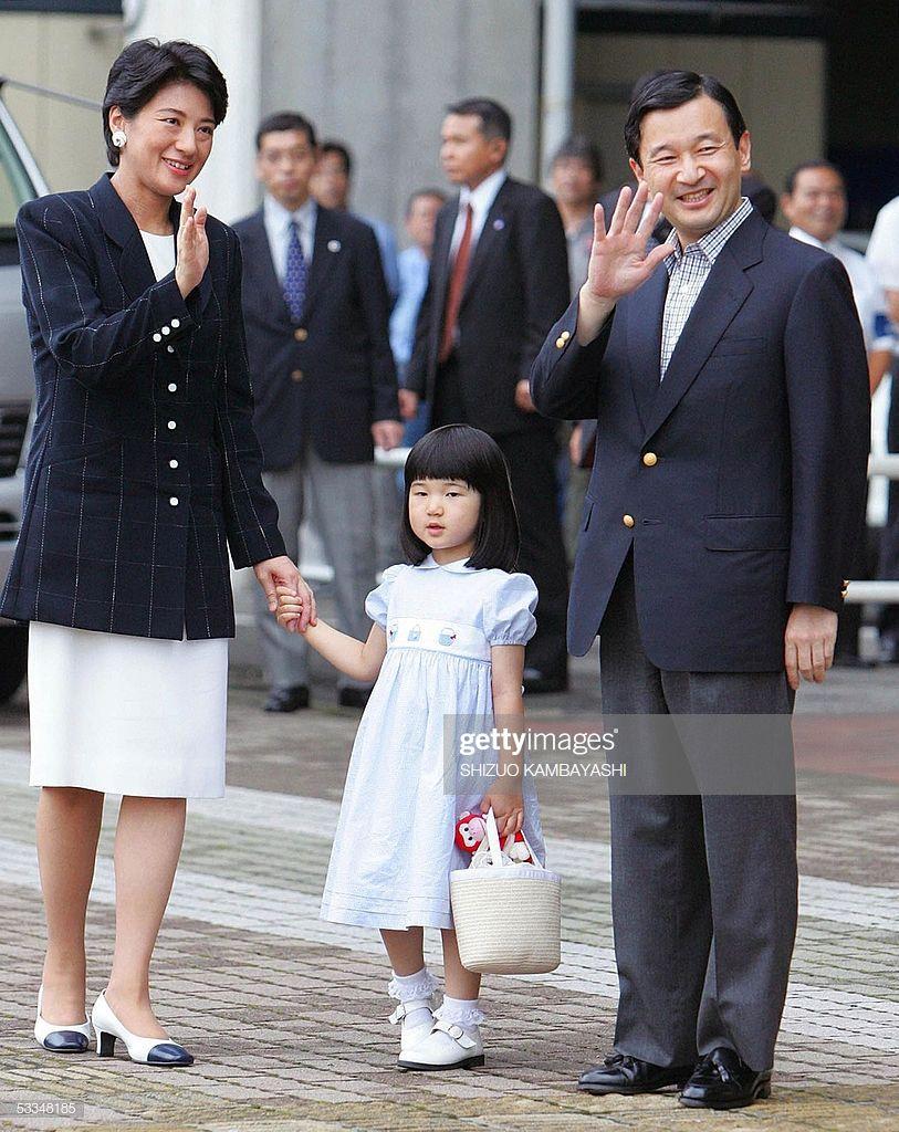 japan s crown prince naruhito and crown princess masako wave to crown princess princess japan