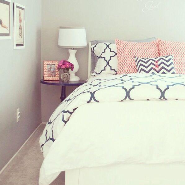 Bedroom Pillow Arrangement Bedroom Colour Scheme Bedroom Wallpaper Price Bedroom Decorating Ideas With Pine Furniture: Bed Pillow Arrangement Ideas