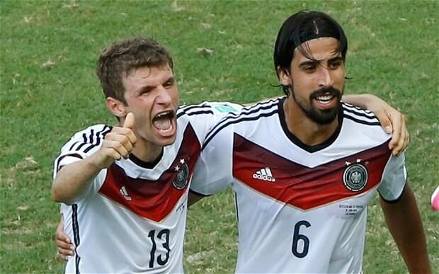 2010 Golden Boot Winner Thomas Mueller Left And Khedira With Images Thomas Muller Red Card World Cup