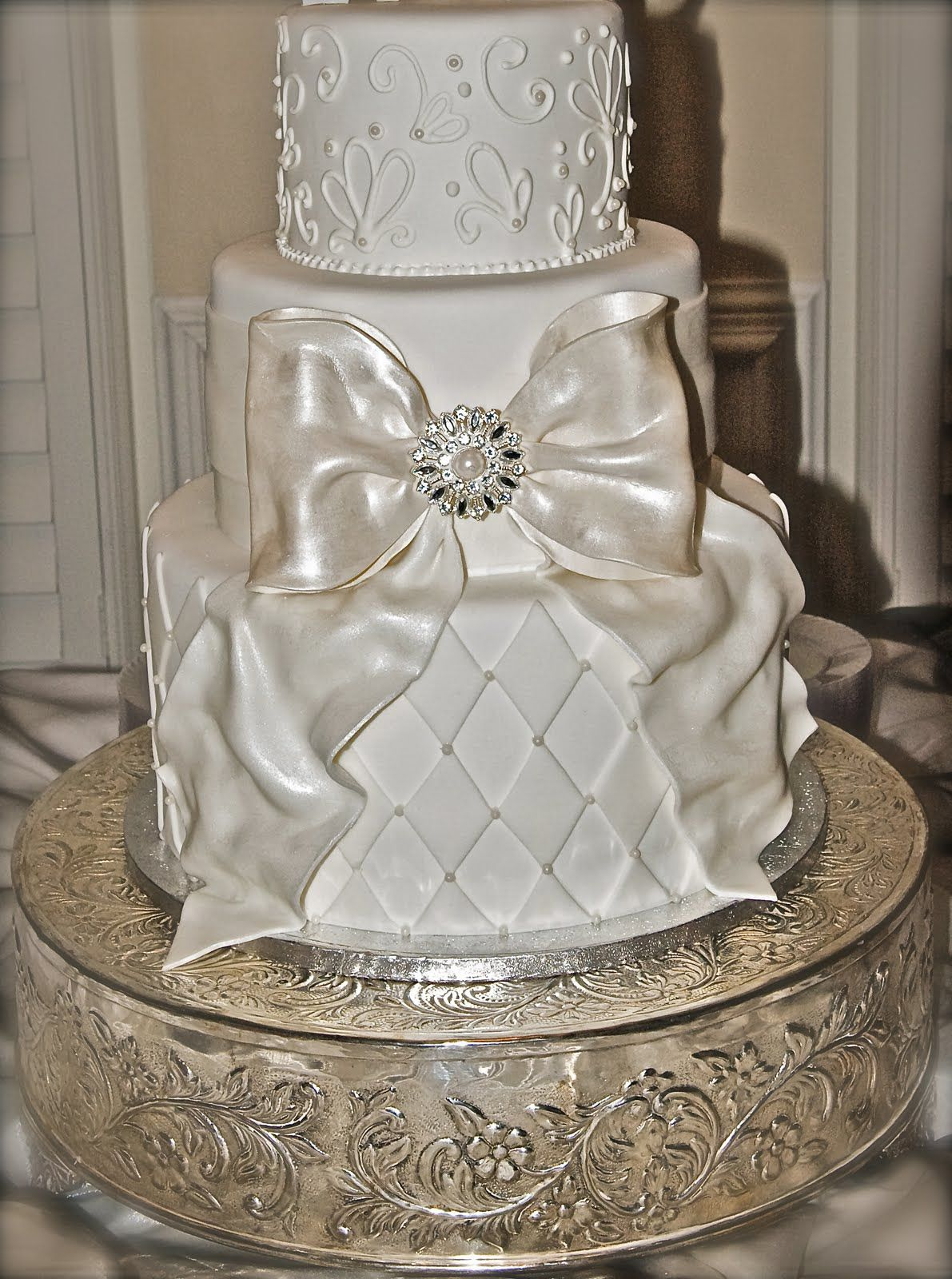 wedding cake with bows and bling wedding cakes the apple big bow wedding cake 26837