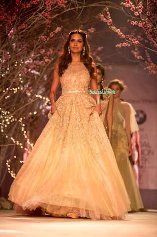 5dc462610f wedding gowns for indian bride - Google Search | Projects to try ...