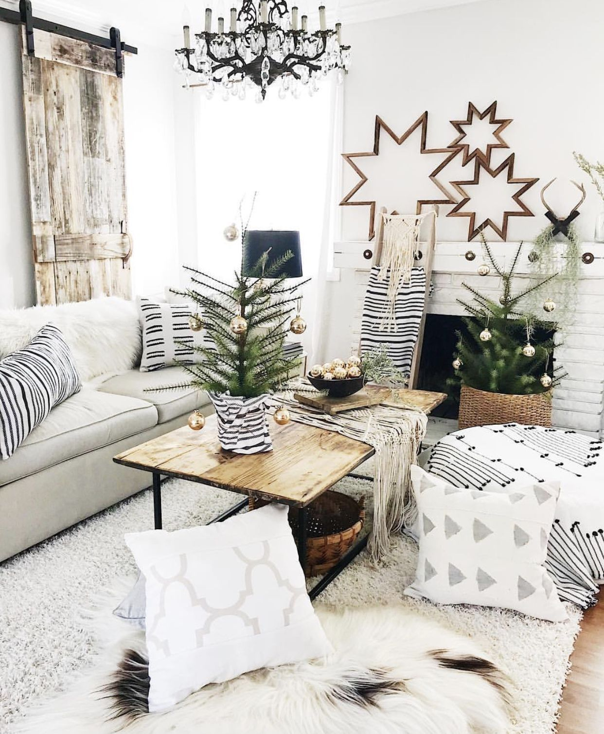 black + white + wood + bronzed gold + patterns + greenery = a lovely ...