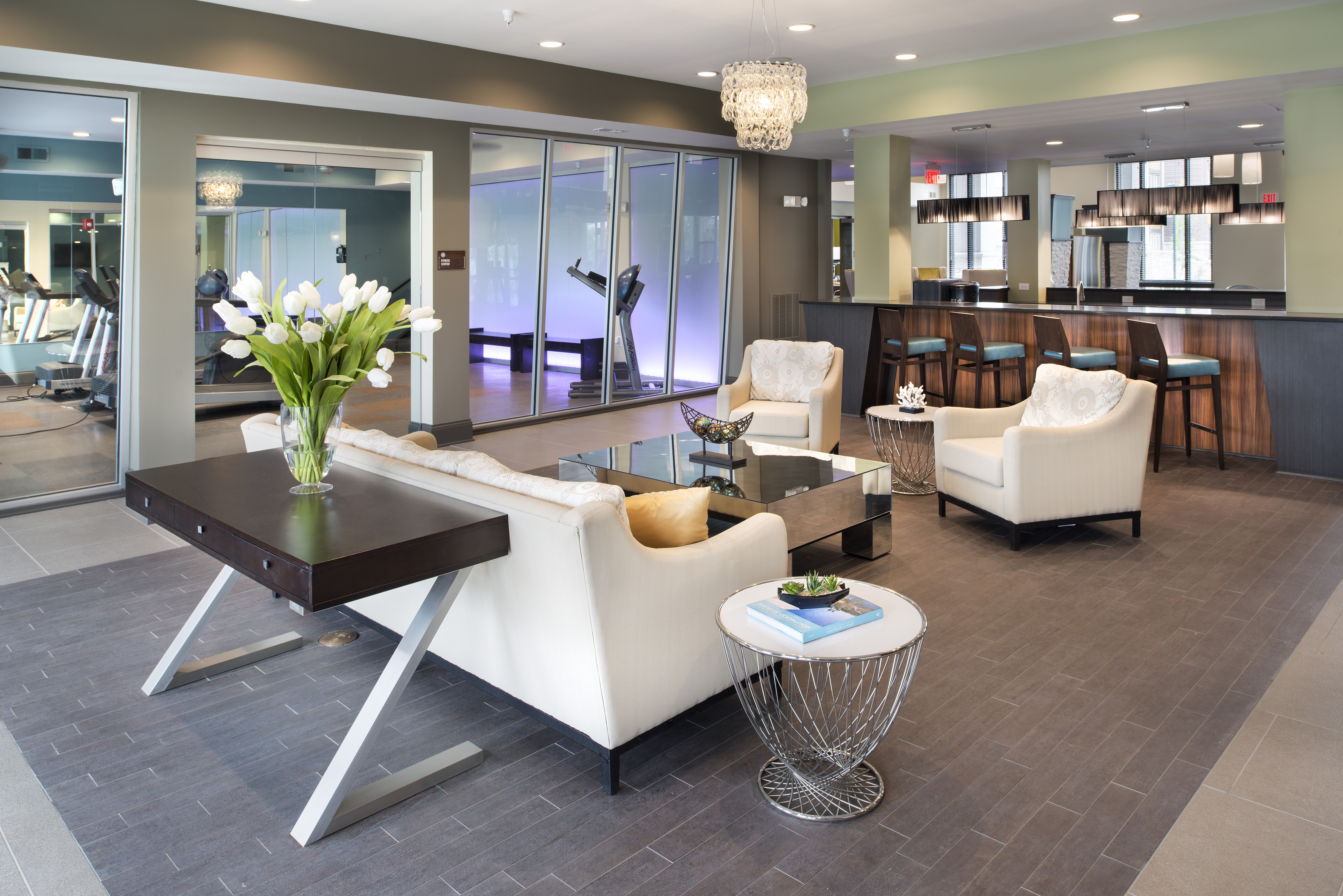Resident Lounge Area At The Boulevard At Oakley Station Located In Cincinnati Ohio Lounge Areas Apartments For Rent Home
