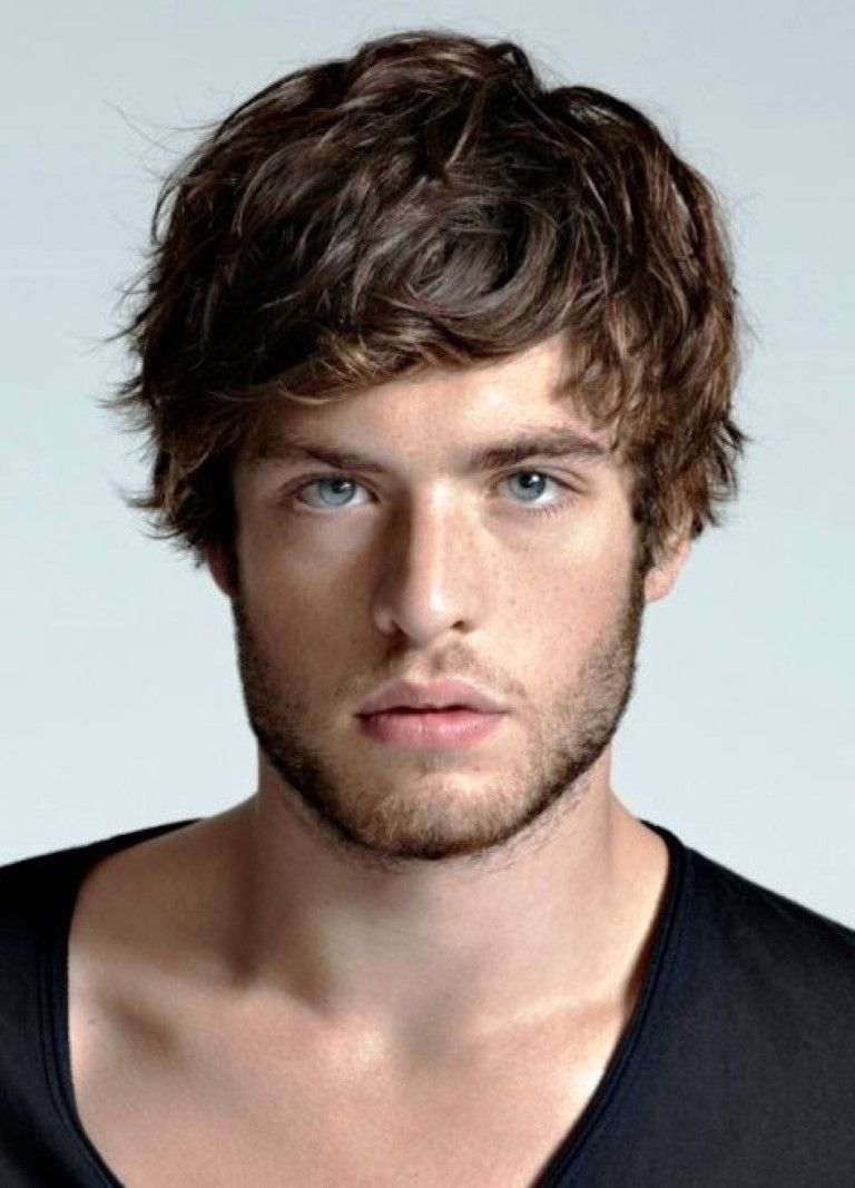 Latest Haircuts For Round Face Men Best Short Hairstyle For Round Mens Hairstyles Medium Medium Hair Styles Trendy Haircuts Medium