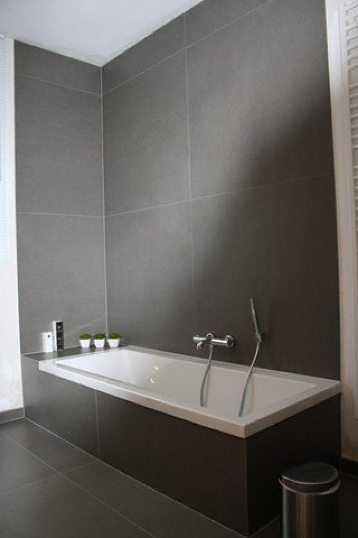 grote grijze tegel voor de badkamer.. - Badkamer en toilet ...