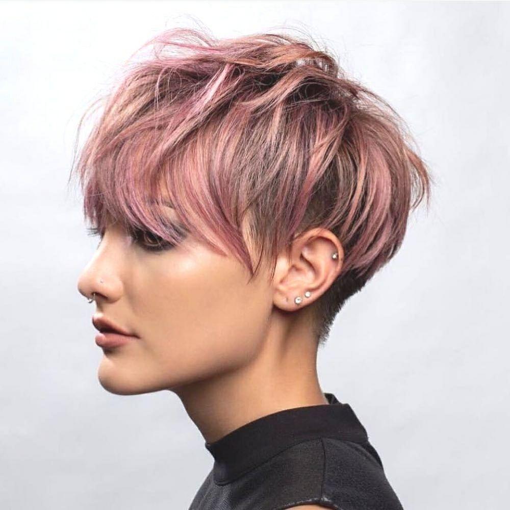 Rosa Farbe Langer Pixie Haarschnitt Und Undercut Als Trendfrisur 2019 Pixie Frisur Pixie Haarschnitt Pixie Haircut