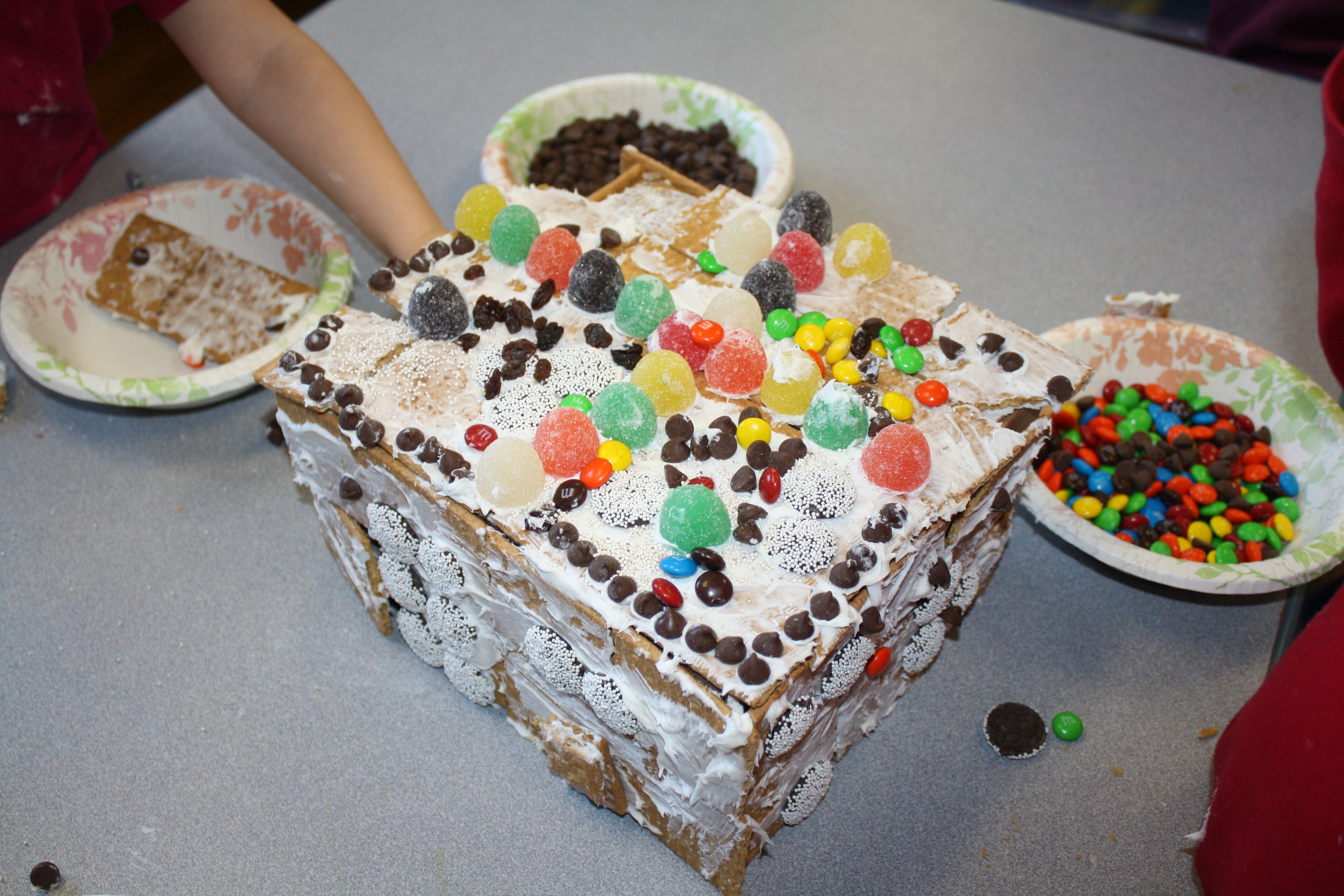 Gingerbread House Graham Crackers Frosting Candy