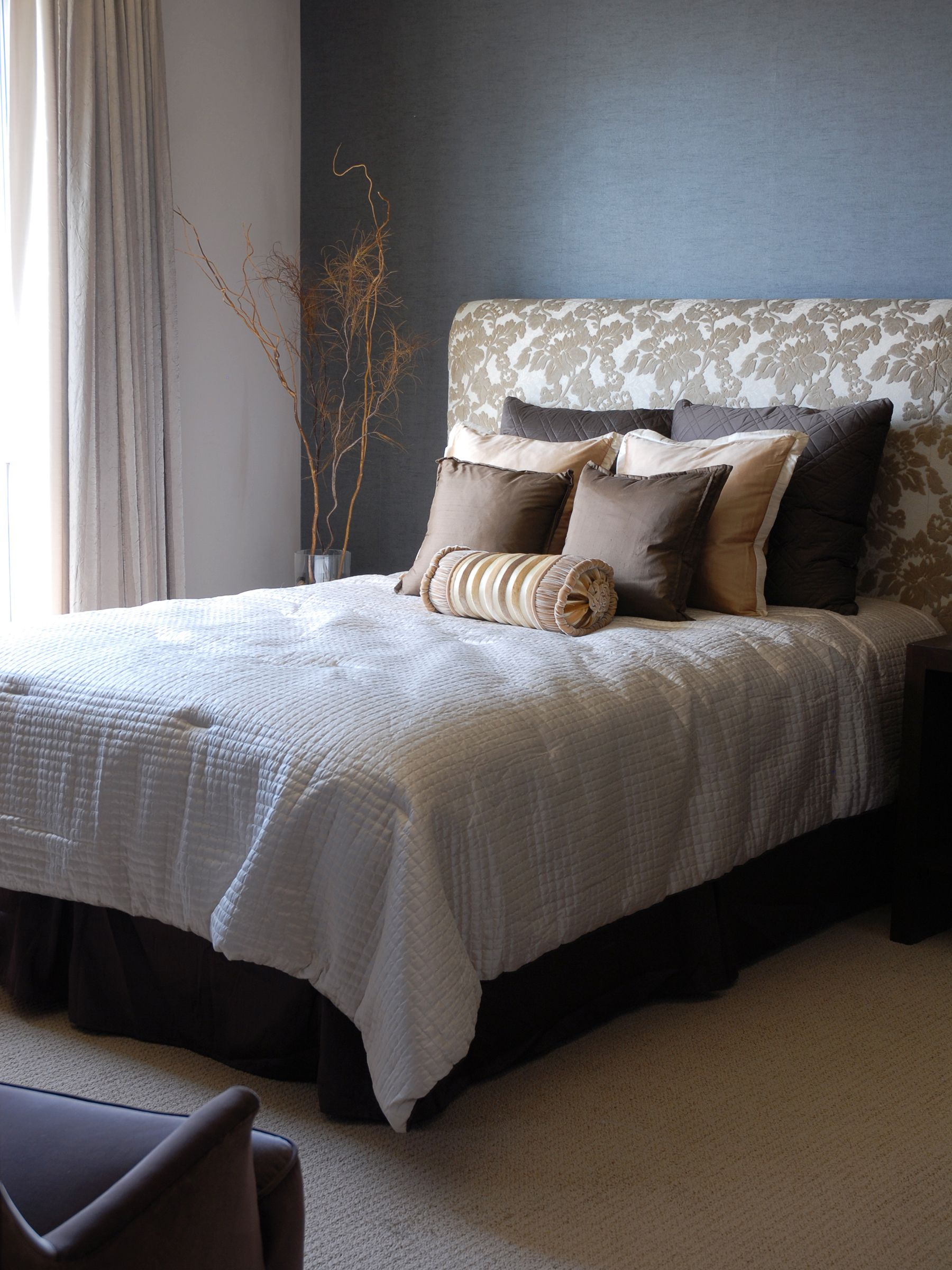 How to Make an Upholstered Headboard Modern bedroom