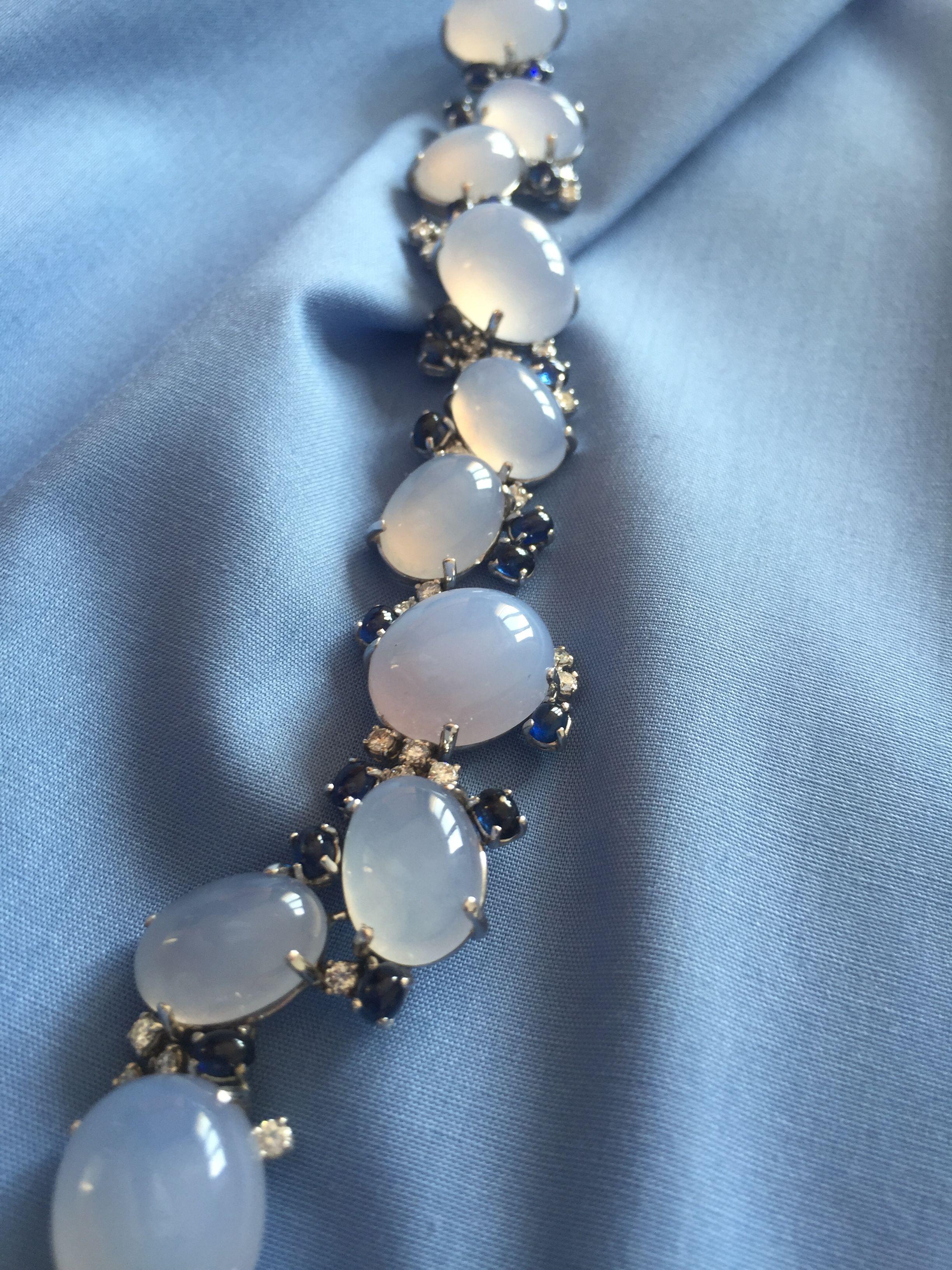 'Stolen sky' bracciale in oro bianco 18 alt diamanti zaffiri e calcedonio. La delicatezza di un bracciale che pare aver rubato il colore al cielo.
