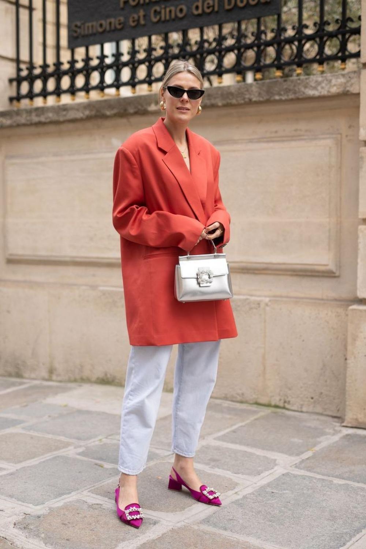 red oversized blazer // magenta flats // street style