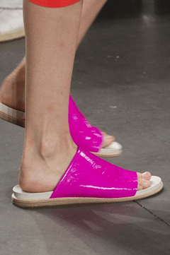 2018春夏トレンドサンダル&靴/シューズ!人気のバブーシュやメタリックデザイン