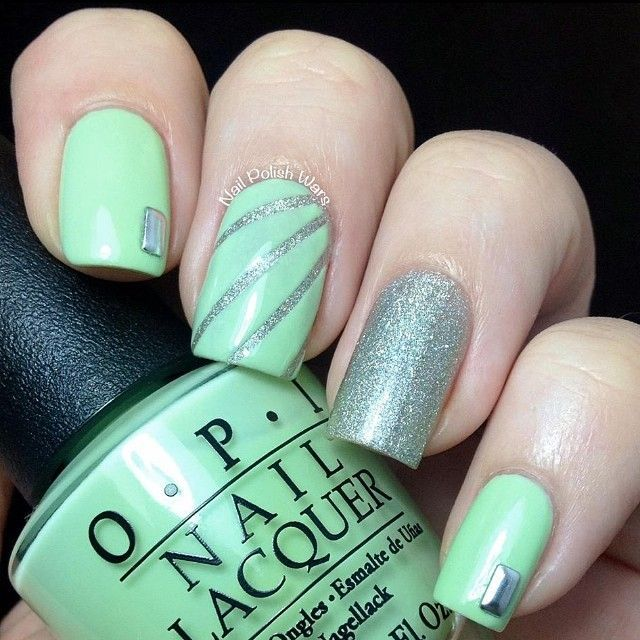 Nail-Painting|Green and silver is also very match.