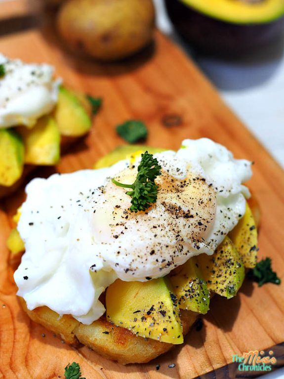 hash brown with avocado and egg