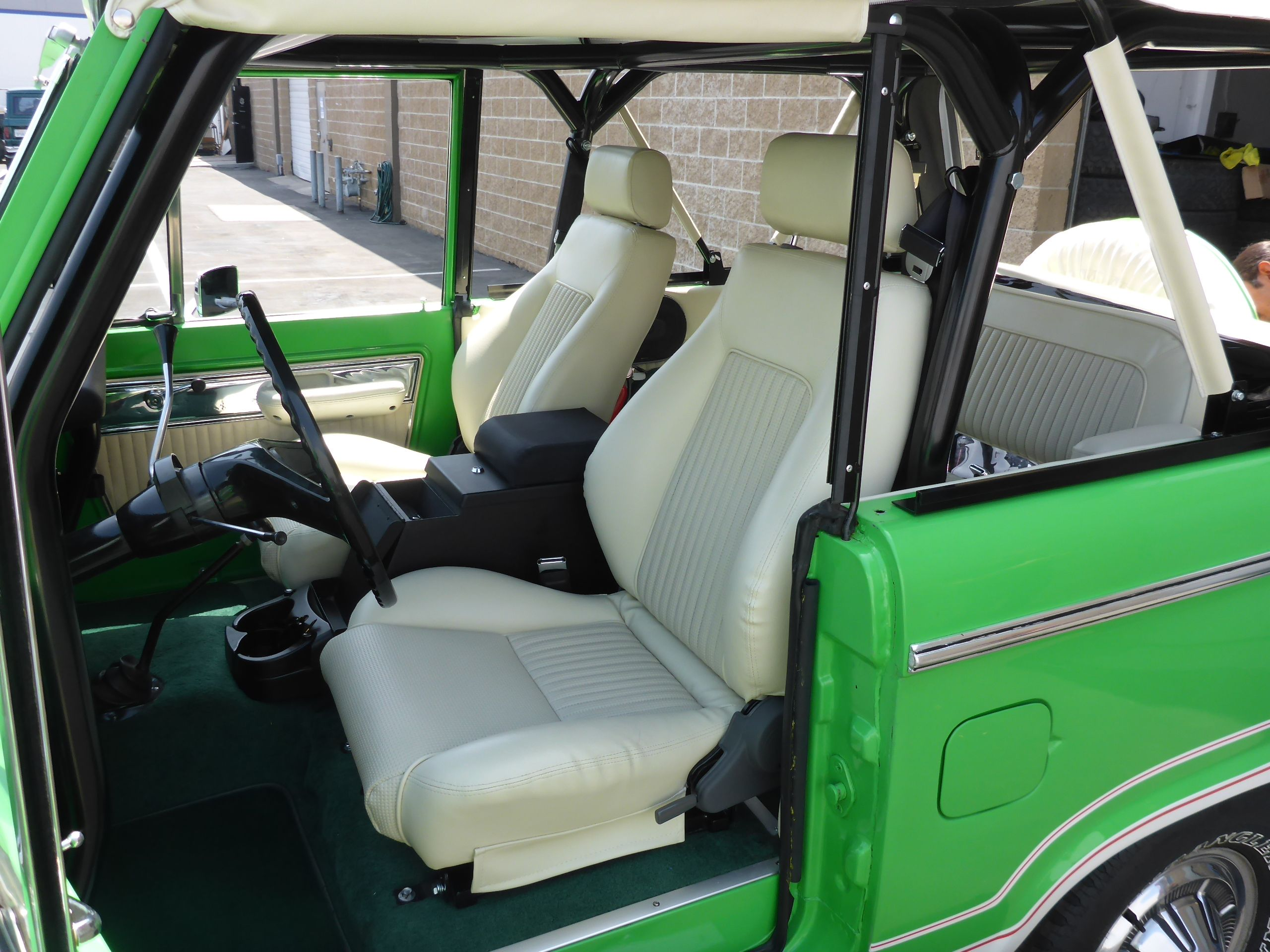 We Just Did Some Custom Pro Car Elite High Back Front Seats For A Client Who Wanted His Front Seats To Look Like His Or Classic Bronco Ford Bronco Early Bronco