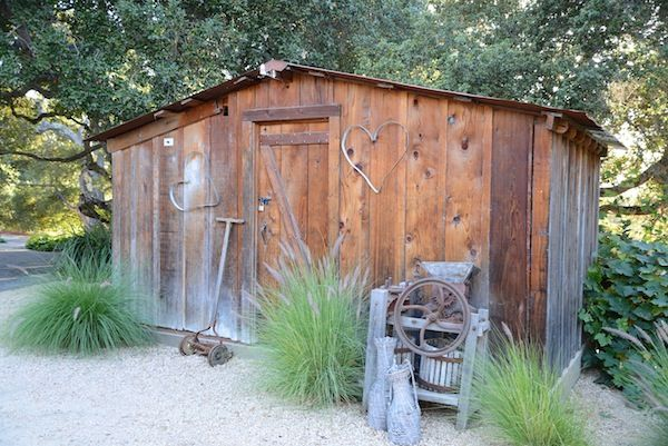Love this rustic shed - such a romantic feel to it. Must make hubby build me one :)