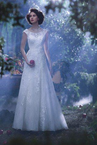 OMG, es gibt Brautkleider von DISNEY und wir LIEBEN sie!   Wedding ...