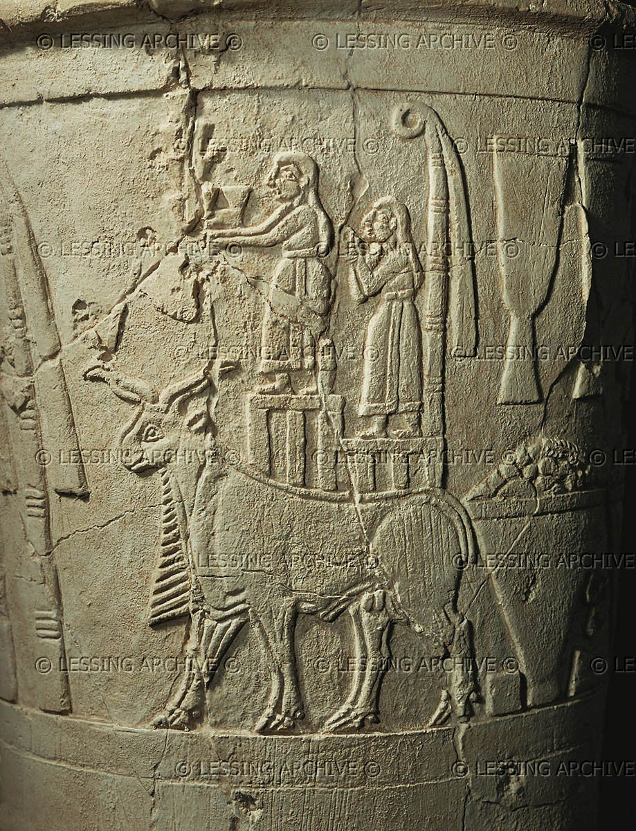 ANTIQUITIES ORIENTAL: URUK VESSEL 3RD-2ND MILL.BCE The Uruk Vase - detail. See also 08-02-05/56,57. Men bearing gifts to the goddess Inanna (Innin), a bull and agricultural products. Limestone, around 2.900 BCE Iraq Museum, Baghdad, Iraq