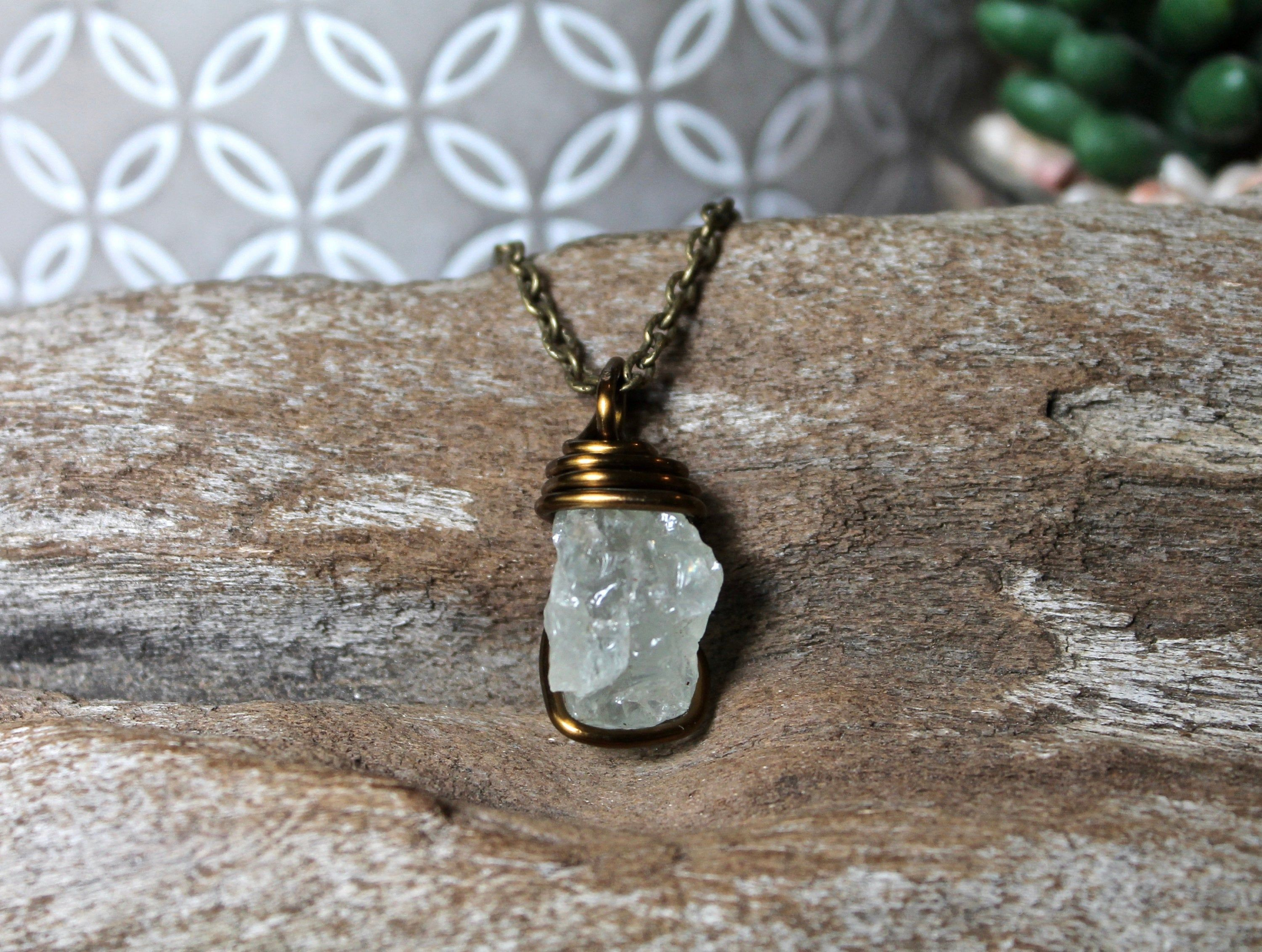 Healing Crystal Jewelry Raw Quartz Point Gifts For Her Wrapped Stone Pendant Crystal Quartz Wire Wrapped Necklace with Skull Charm
