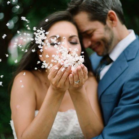Para 2016: Deixar o amor guiar nosso caminho!  Foto linda @the_kreulichs. #fornecedorlapisdenoiva #amolapisdenoiva #noiva2016 #casamento2016 #amor #gentequeamaoquefaz