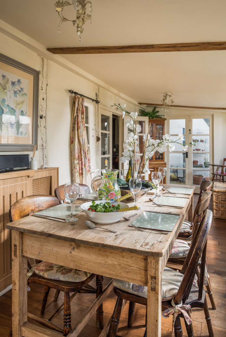This Idyllic English Cottage Couldn T Be More Charming English