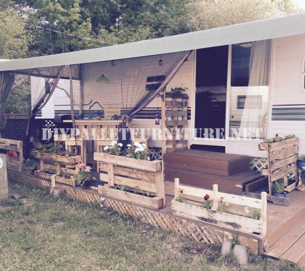 wie man die terrasse ihres mobilheim mit paletten. Black Bedroom Furniture Sets. Home Design Ideas