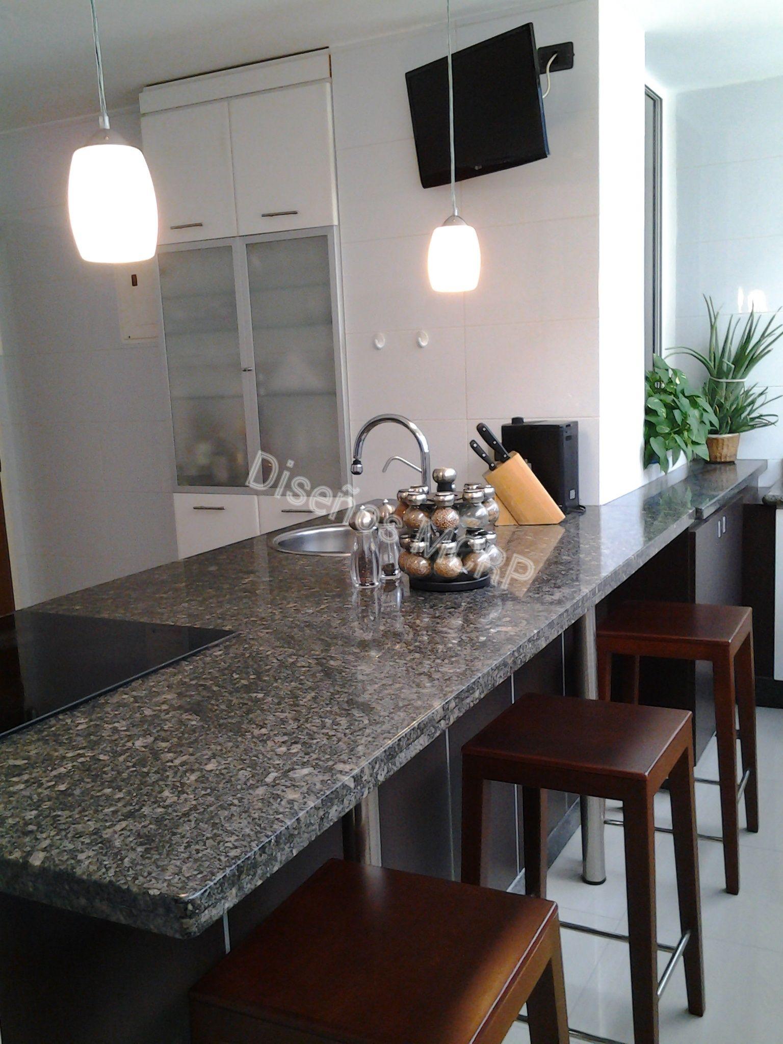 Cocina de dise o acabado laminado decorativo en wengue y for Cocinas con granito gris