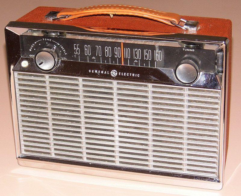 Vintage General Electric Transistor Radio Model P 780e Am Band 8 Transistors Made In Usa Transistor Radio Retro Radios Vintage Radio
