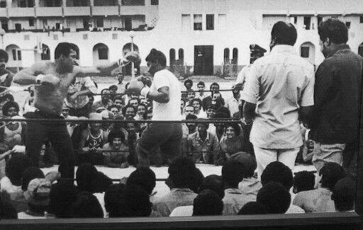 Pelea de exhibición Muhammad Ali en el Oso Blanco. Patio interior de la antigua Penitenciaría Estatal de Río Piedras Oso Blanco, San Juan, Puerto Rico (1974)