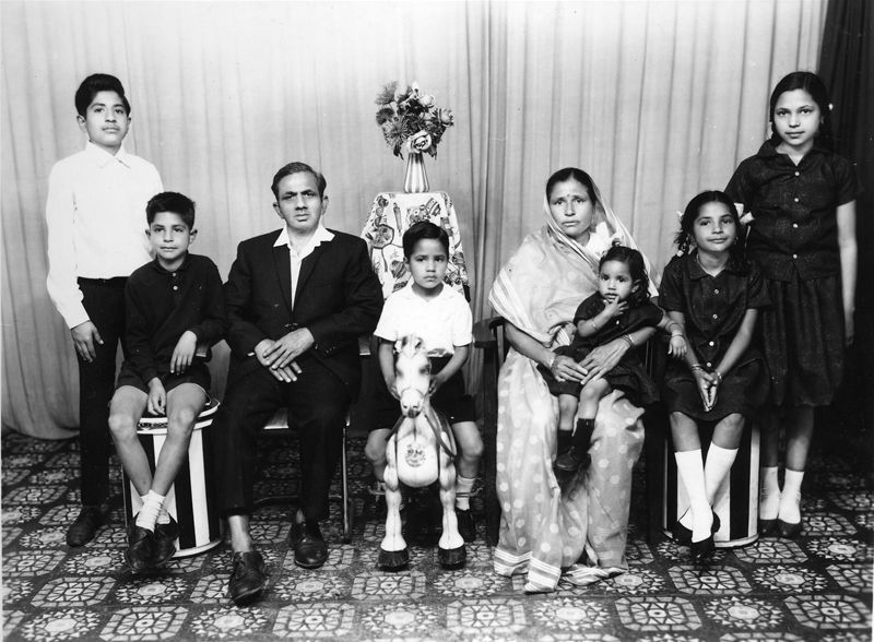 Old Indian Family Photo Hindi Family Photos Indian Family