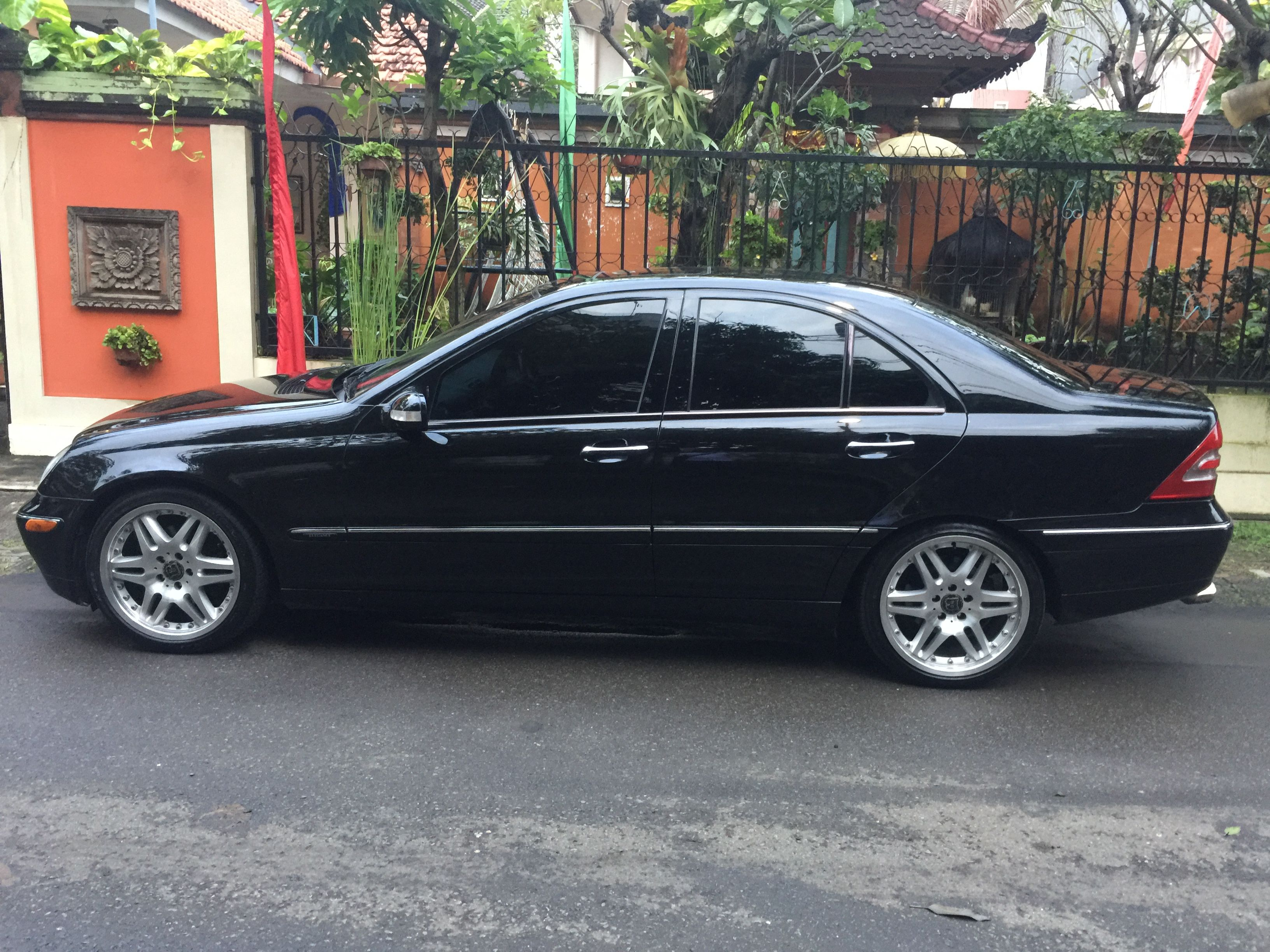 Mercedes benz c240 w203 mercedes benz c240 w203 for Mercedes benz c240 rims