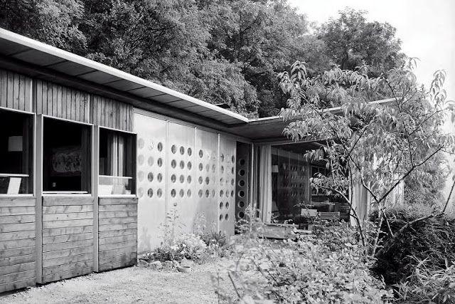 La maison que s 39 est construit jean prouv en 1954 sur - Maison jean prouve nancy ...