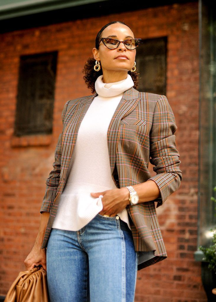 There's something inherently professional about blazers that make you swing towards the more elegant aspect of your identity. Here's how I styled a check blazer for fall with some casual denim. #denim #fall #fashion #style #streetchic