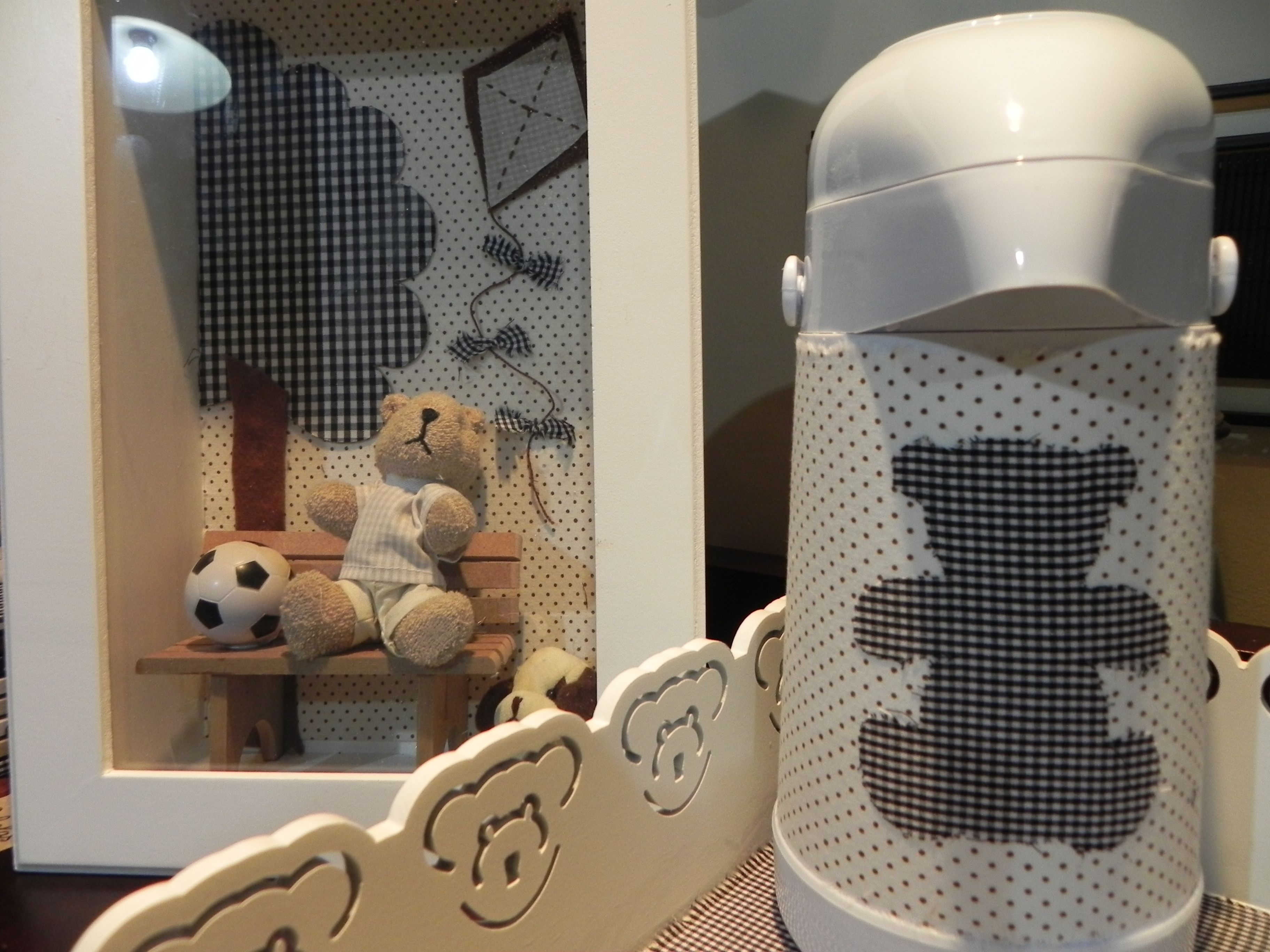 Quadro maternidade, cesta e garrafa térmica