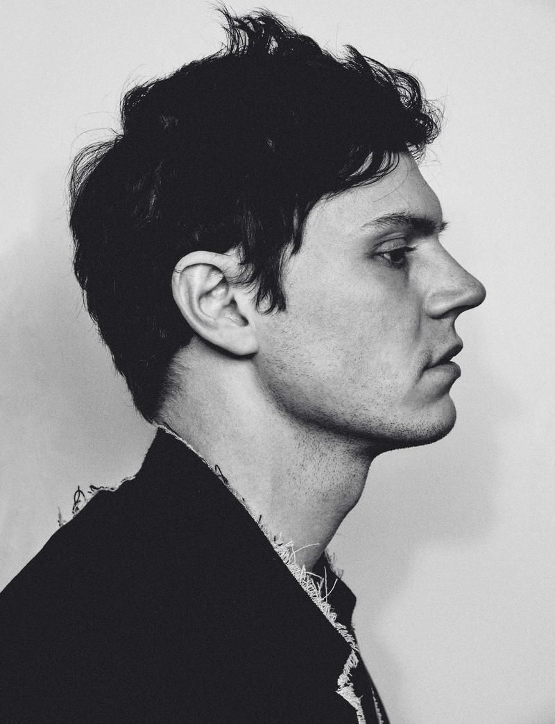 Evan Peters Not your typical boy next door Dark eyes dark hair