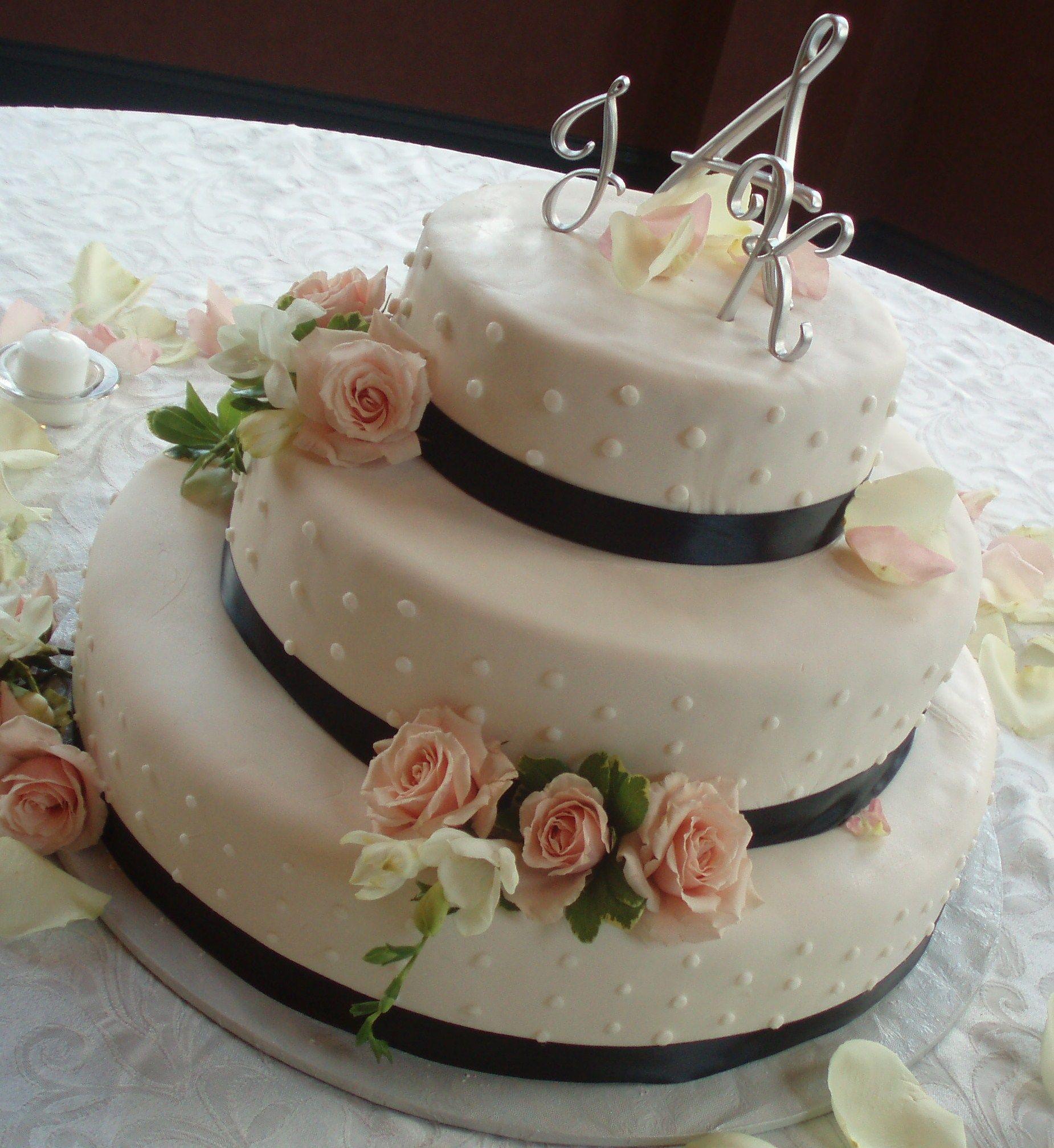 Caramiciu0027s Bakery Does Wedding Cakes! Call Today For A Consultation! # Wedding #floralweddingcake
