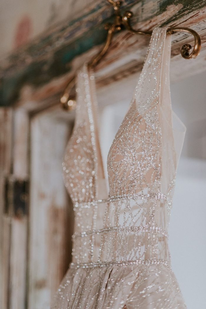 Sparkly wedding dress magic perfect for a glamorous wedding | Image by Shelly Anderson Photography #astronomy #astronomy #wedding