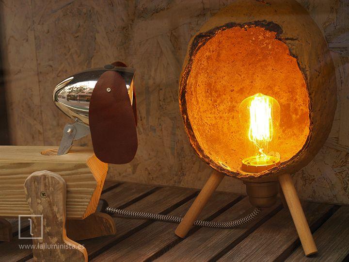 lmpara de diseo artesanal de madera y papel creadas en el taller de la iluminista