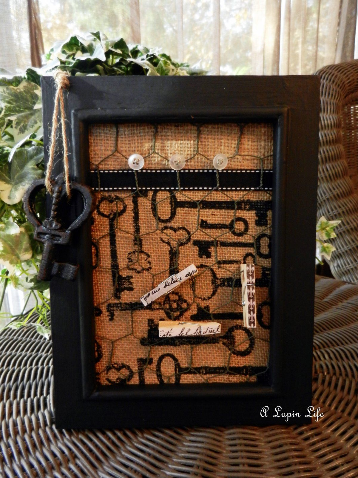craft projects using burlap frames   I definitely want to make this ...