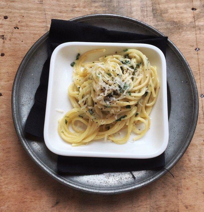 Pastamaniac: Spaghetti mit Zitronen-Basilikum-Sauce, vegetarisch. Rezept nach Jamie Oliver.