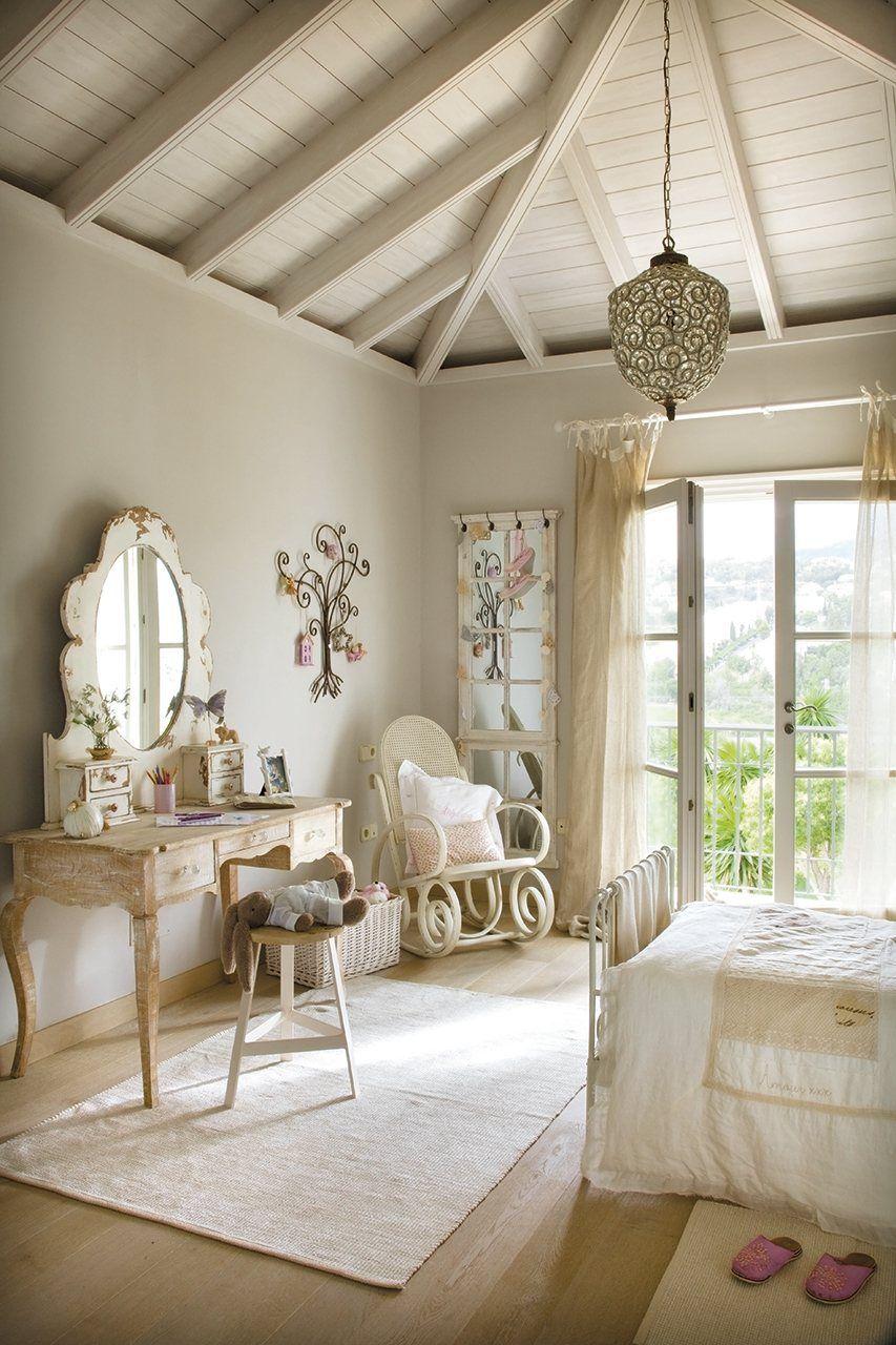 Romantic bedroom i love the window doors the vaulted - Habitaciones shabby chic ...