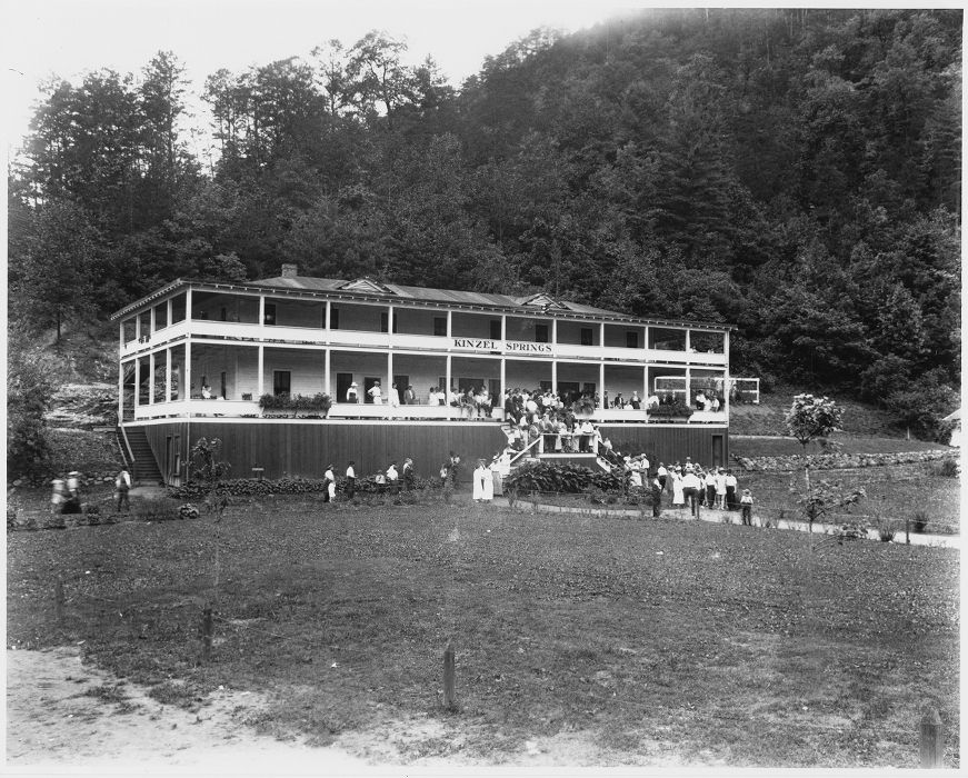 Kinzel Springs Hotel Near Smoky Mountains