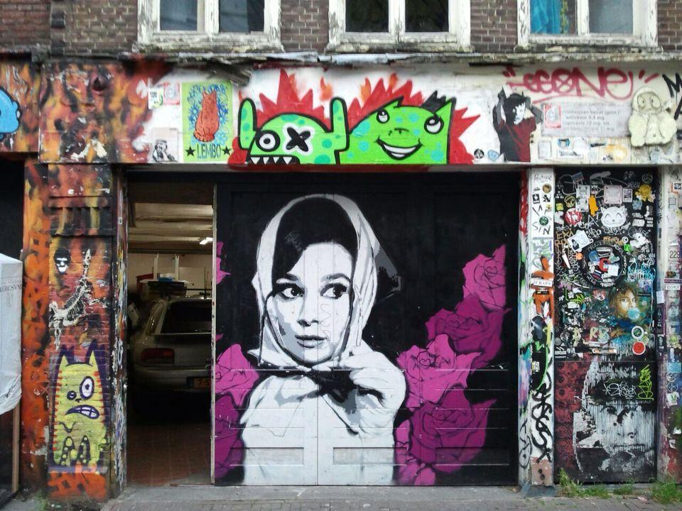 Audrey hepburn en la spuistraat de amsterdam holanda for Audrey hepburn mural