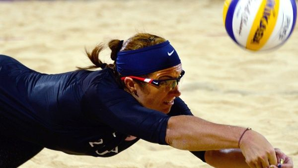 Misty Maytreanor Takes Next Step To Gold Cbs News Books Magazines Print Misty May Treanor Beach Volleyball Sports Lover