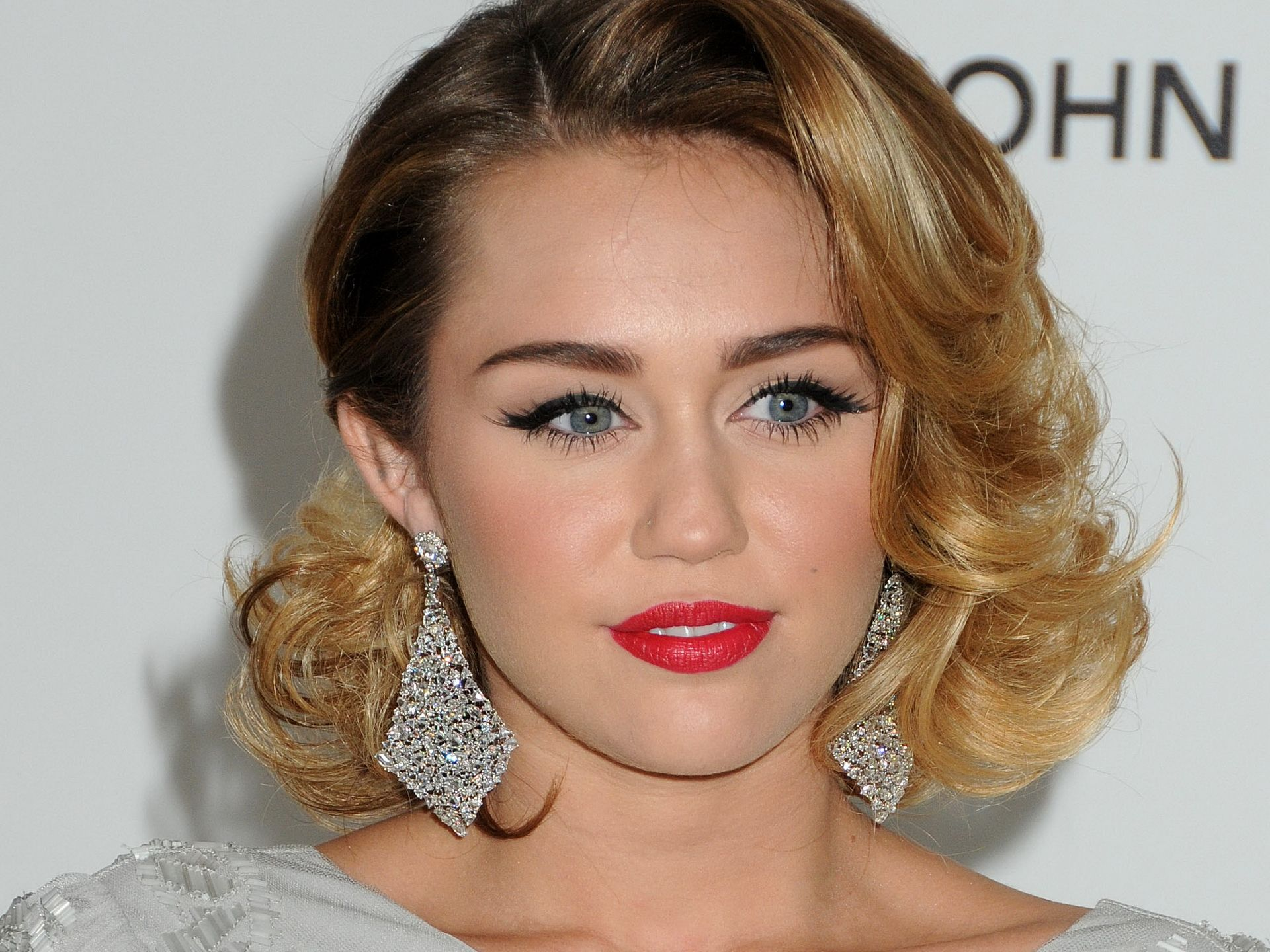 miley cyrus скачатьmiley cyrus - wrecking ball, miley cyrus 23, miley cyrus 2016, miley cyrus we can't stop, miley cyrus песни, miley cyrus who owns my heart, miley cyrus stay, miley cyrus 23 скачать, miley cyrus скачать, miley cyrus when i look at you, miley cyrus and her dead petz, miley cyrus the climb, miley cyrus wiki, miley cyrus jolene, miley cyrus fu, miley cyrus wrecking ball текст, miley cyrus bangerz, miley cyrus instagram, miley cyrus films, miley cyrus can't be tamed